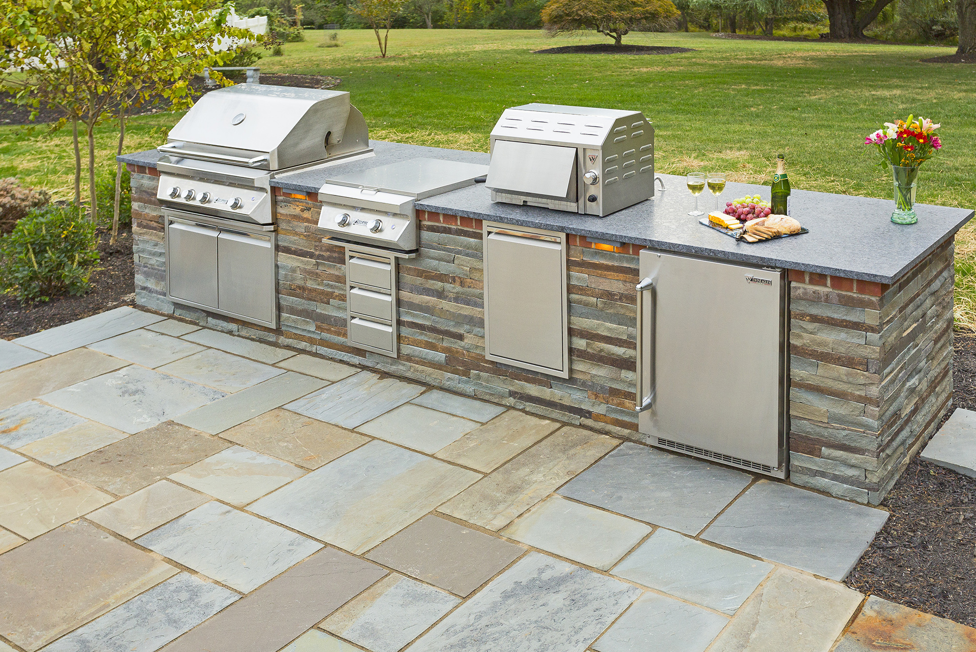 Farinola - West Chester, PA 19382 - Outdoor Kitchen by DiSabatino Landscaping & Esposito Masonry