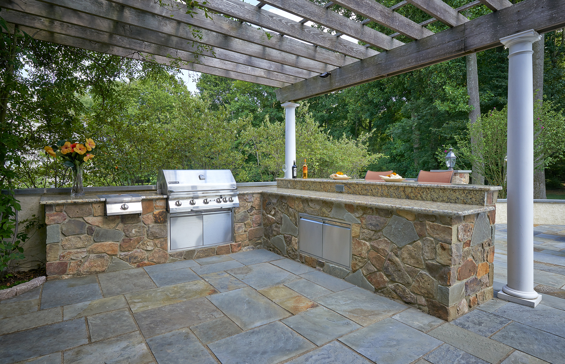 Outdoor Kitchen by DiSabatino Landscaping & Esposito Masonry