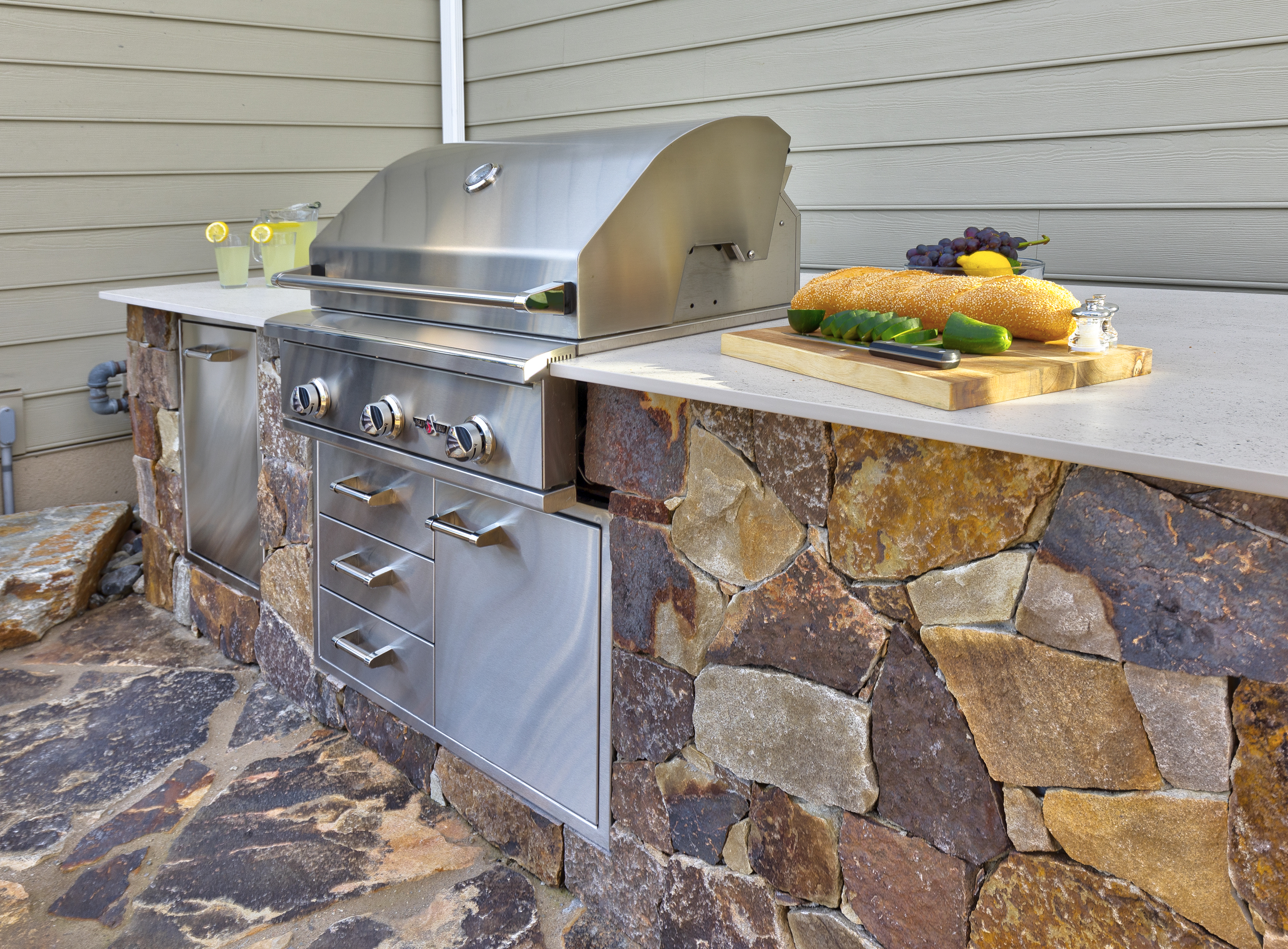 Heald_Outdoor Kitchen by DiSabatino Landscaping & Esposito Masonry