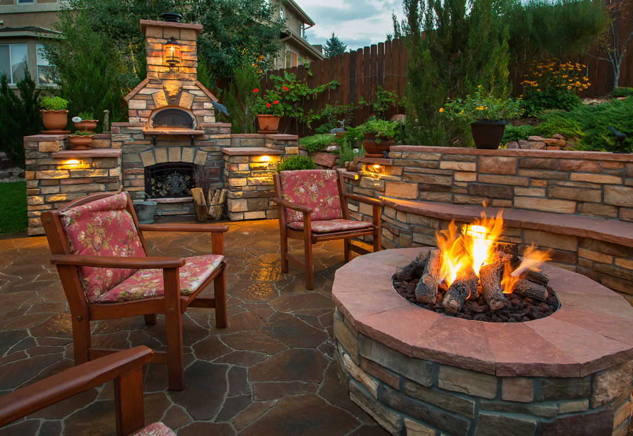 7 Tips for Outdoor Fireplaces or Fire Pits